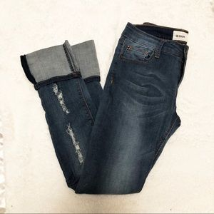 [Hudson] Juniors Medium Washed Distressed Capris